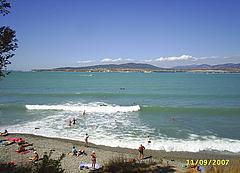 Пляж на Толстом мысе в Геленджике