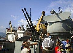 На крейсере 'Михаил Кутузов' в Новороссийске. Зенитная установка.