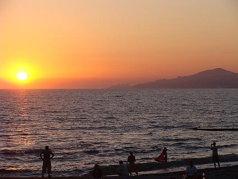 Закат над Чёрным морем. На горизонте Сочи