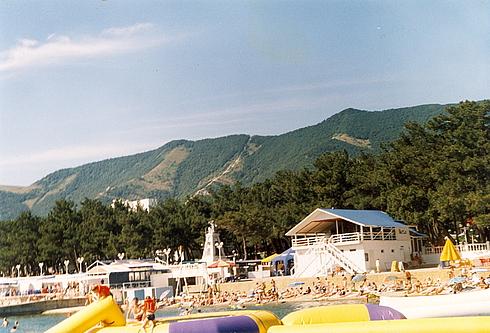 Пляж в Геленджике около пансионата Приморье